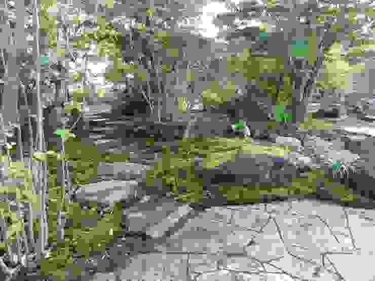 裏路地へ続く飛び石 オリジナルな 庭 の 木村博明 株式会社木村グリーンガーデナー オリジナル