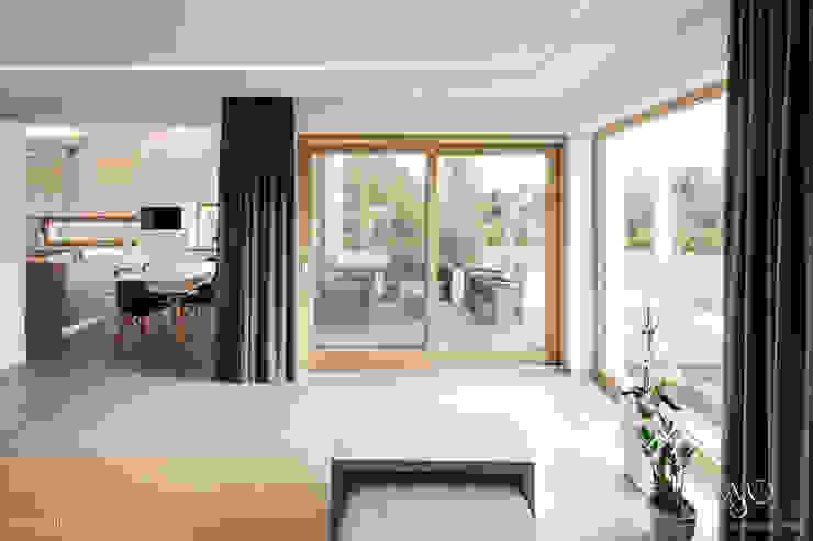 Dom w Starowej Górze Minimalistyczny salon od Marzec Studio Minimalistyczny