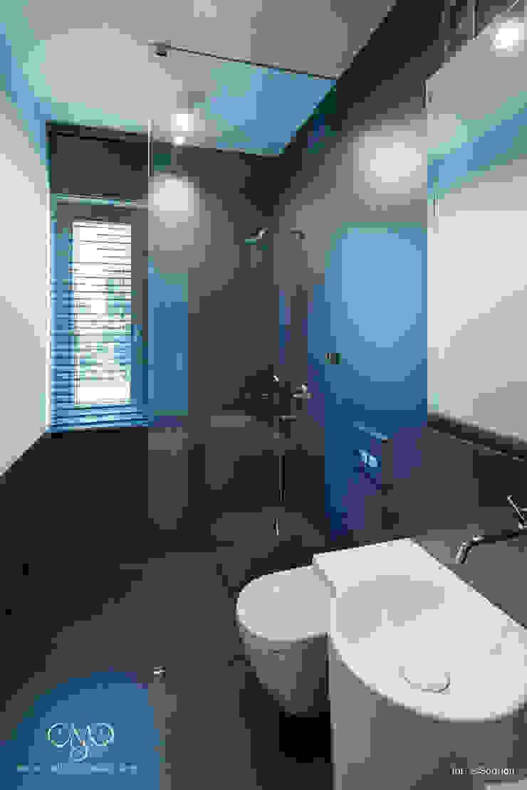 Dom w Starowej Górze Minimalistyczna łazienka od Marzec Studio Minimalistyczny