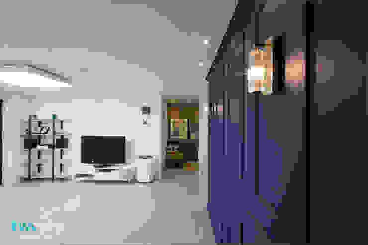 Modern Living Room by 디자인투플라이 Modern