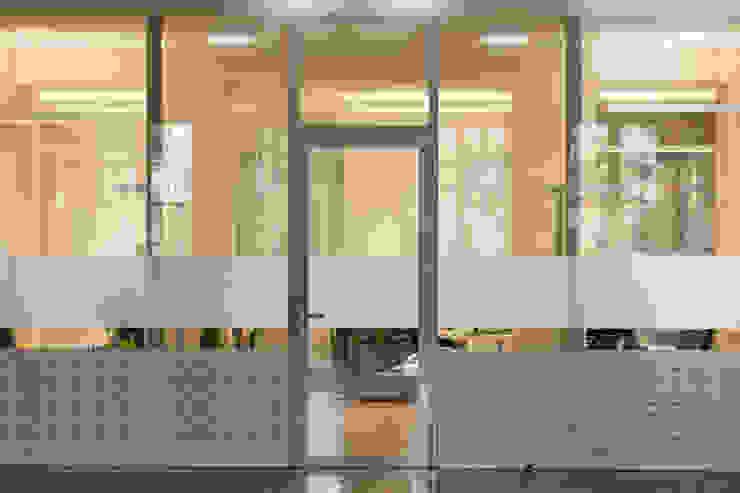 Modern windows & doors by Architektin DI Ulrike Wallnöfer Modern