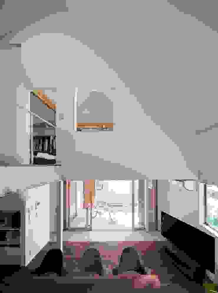 一級建築士事務所 本間義章建築設計事務所 Modern corridor, hallway & stairs