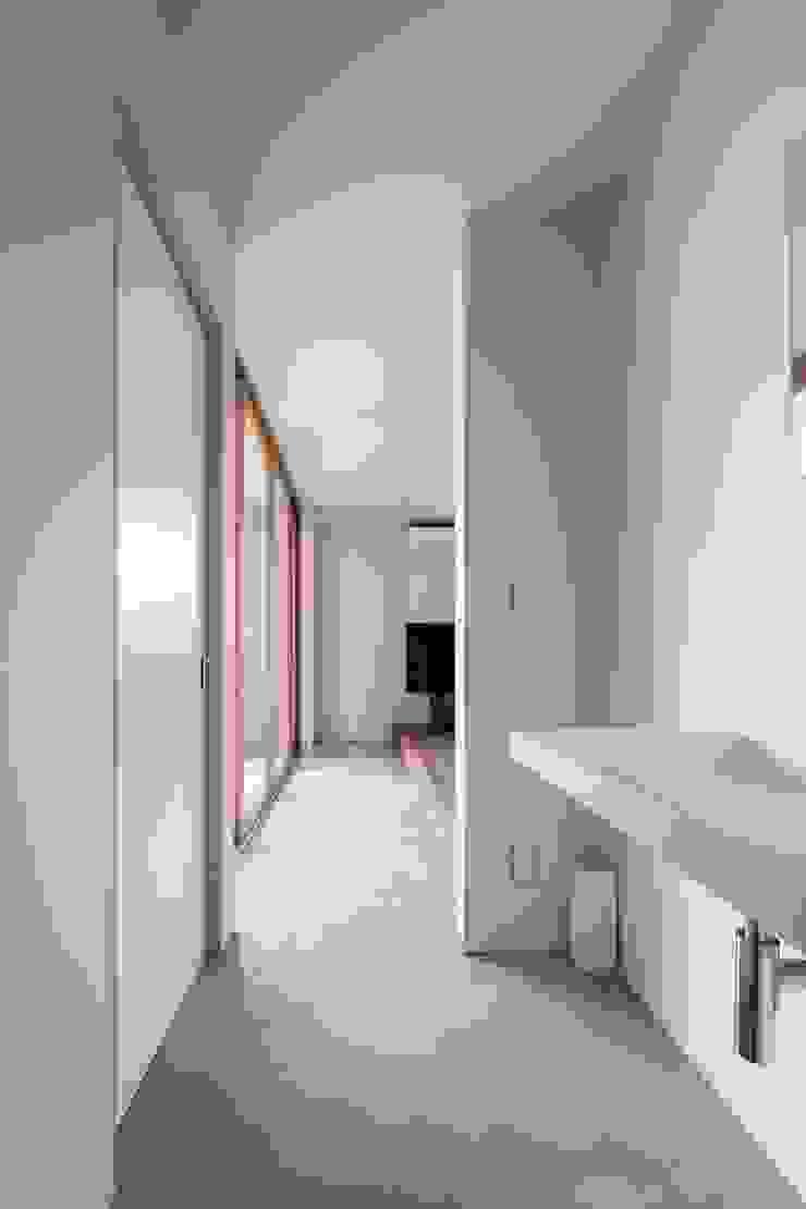 Baños modernos de 一級建築士事務所 本間義章建築設計事務所 Moderno