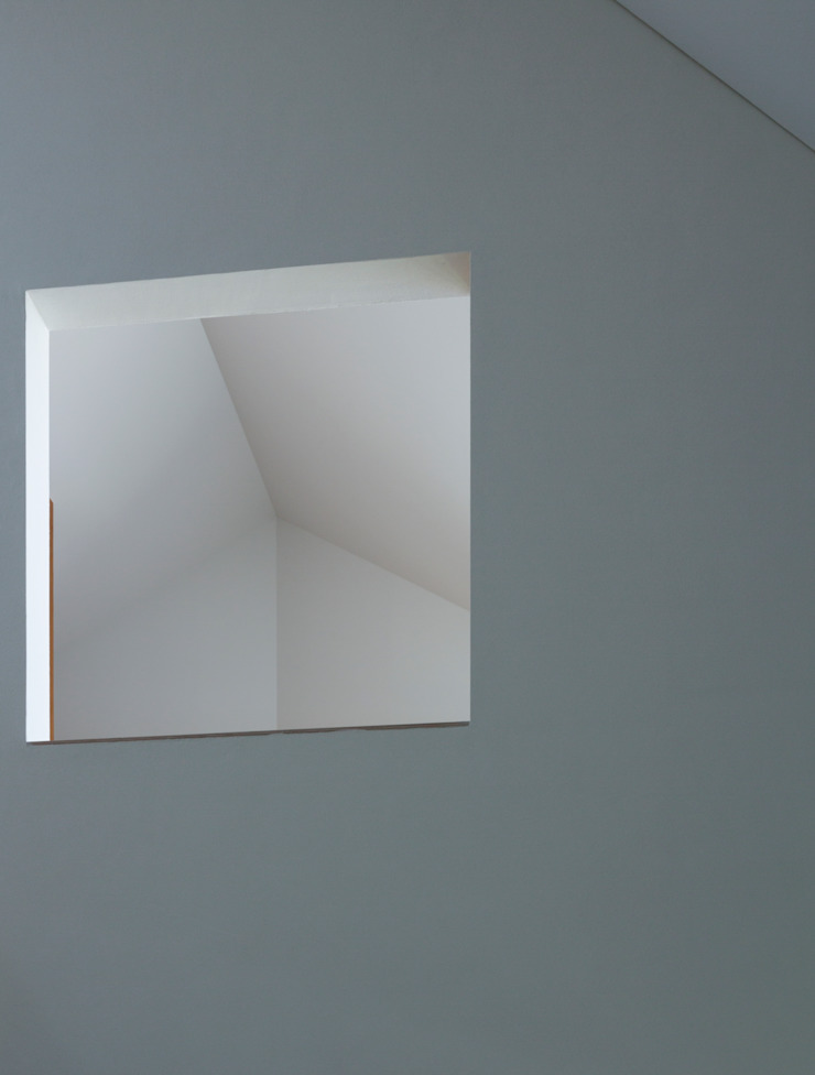 Paredes y pisos de estilo moderno de 一級建築士事務所 本間義章建築設計事務所 Moderno