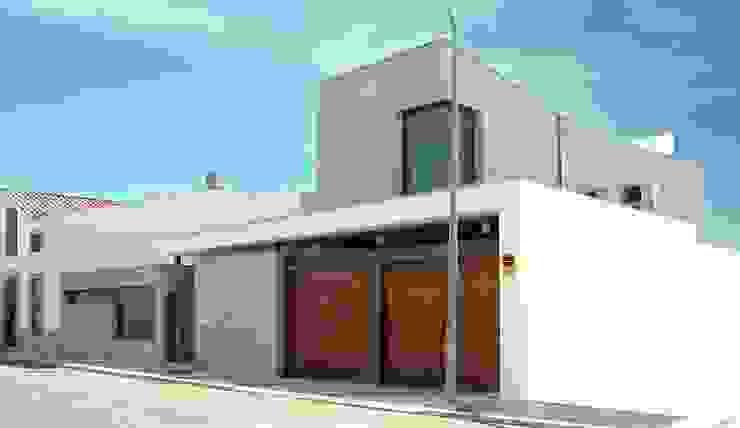 Casas modernas de ESTUDIO P ARQUITECTO Moderno Cerámico