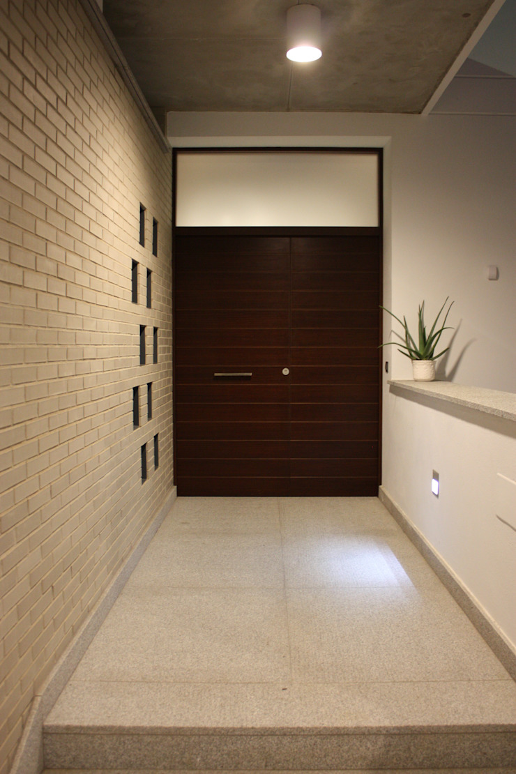 Hành lang, sảnh & cầu thang phong cách hiện đại bởi ESTUDIO P ARQUITECTO Hiện đại gốm sứ