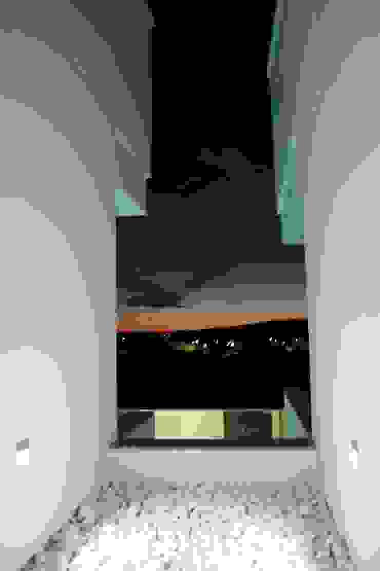 Hiên, sân thượng phong cách hiện đại bởi ESTUDIO P ARQUITECTO Hiện đại Đá hoa cương