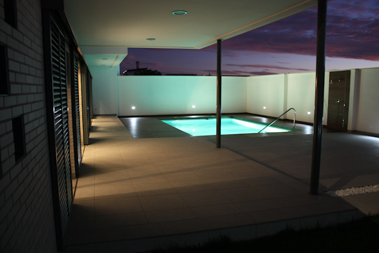 Modern Pool by ESTUDIO P ARQUITECTO Modern Ceramic