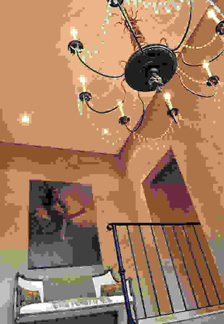 INTERIORES Pasillos, vestíbulos y escaleras modernos de JUNOR ARQUITECTOS Moderno