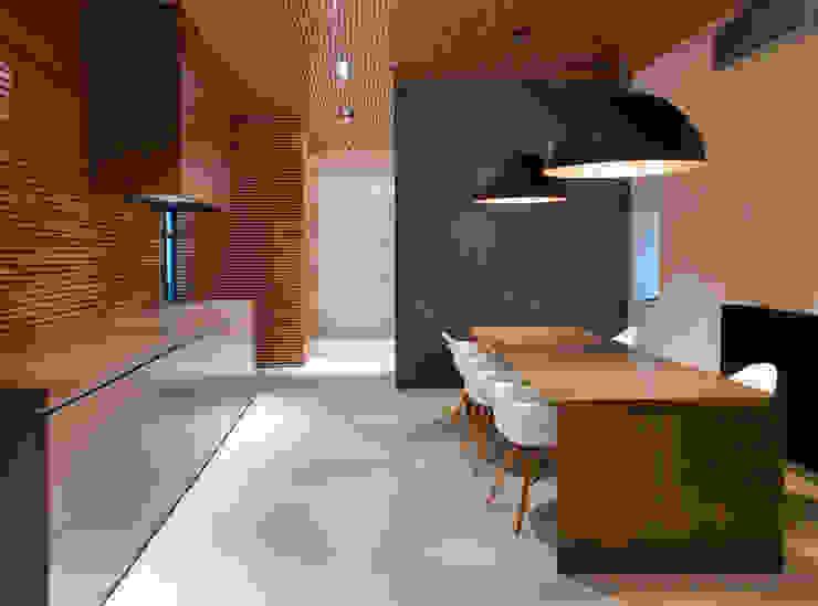 homify Minimalist dining room