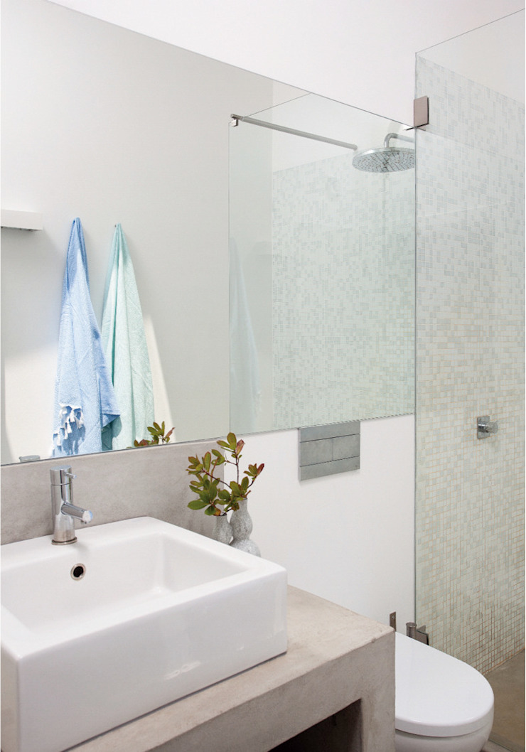 Rustic style bathroom by LAVRADIO DESIGN Rustic