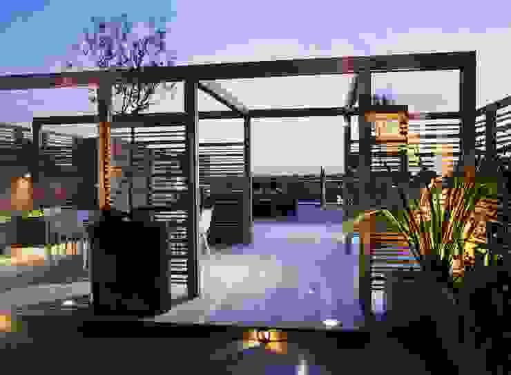 A city roof terrace, Hampstead โดย Bowles & Wyer โมเดิร์น