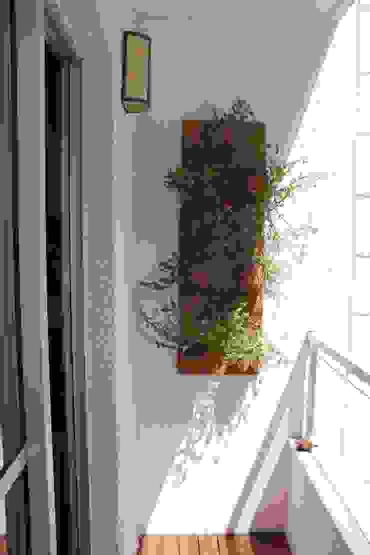 Balcones y terrazas modernos: Ideas, imágenes y decoración de Donakaza Moderno