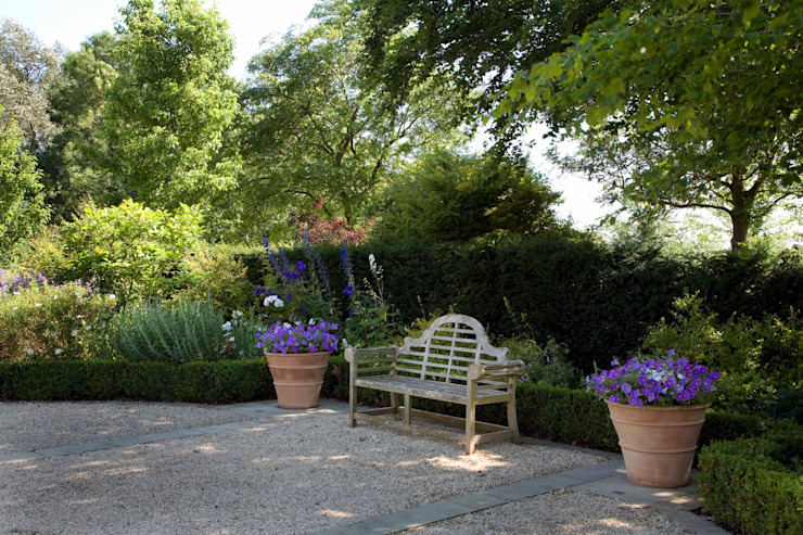 A country garden in the Cotswolds Jardines de estilo rural de Bowles & Wyer Rural