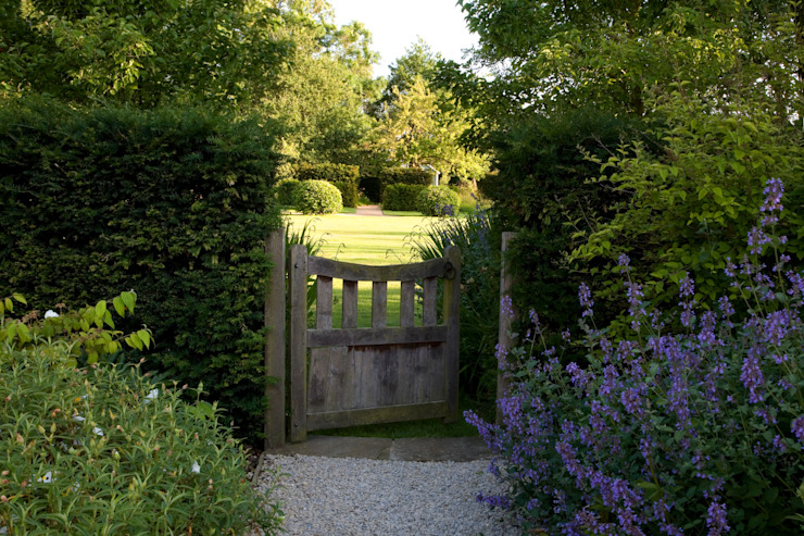 A country garden in the Cotswolds 根據 Bowles & Wyer 鄉村風