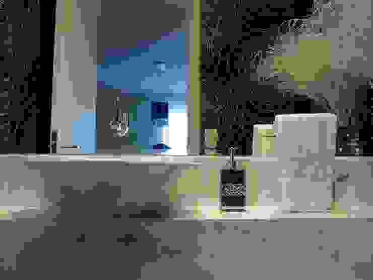Lavabo Preto & Branco Banheiros modernos por Adriana Pierantoni Arquitetura & Design Moderno