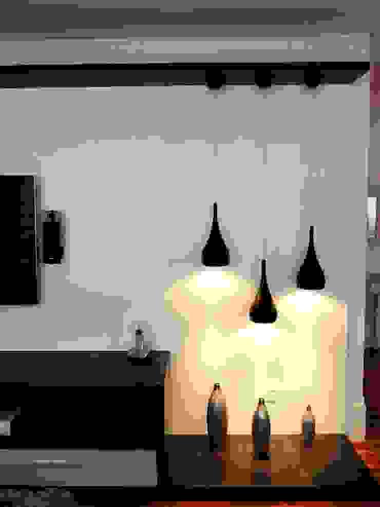 Detalhe das luminárias Salas multimídia modernas por Adriana Pierantoni Arquitetura & Design Moderno