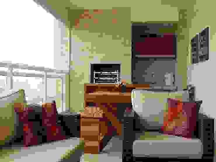 As cores aqueceram o espaço Varandas, alpendres e terraços modernos por Adriana Pierantoni Arquitetura & Design Moderno
