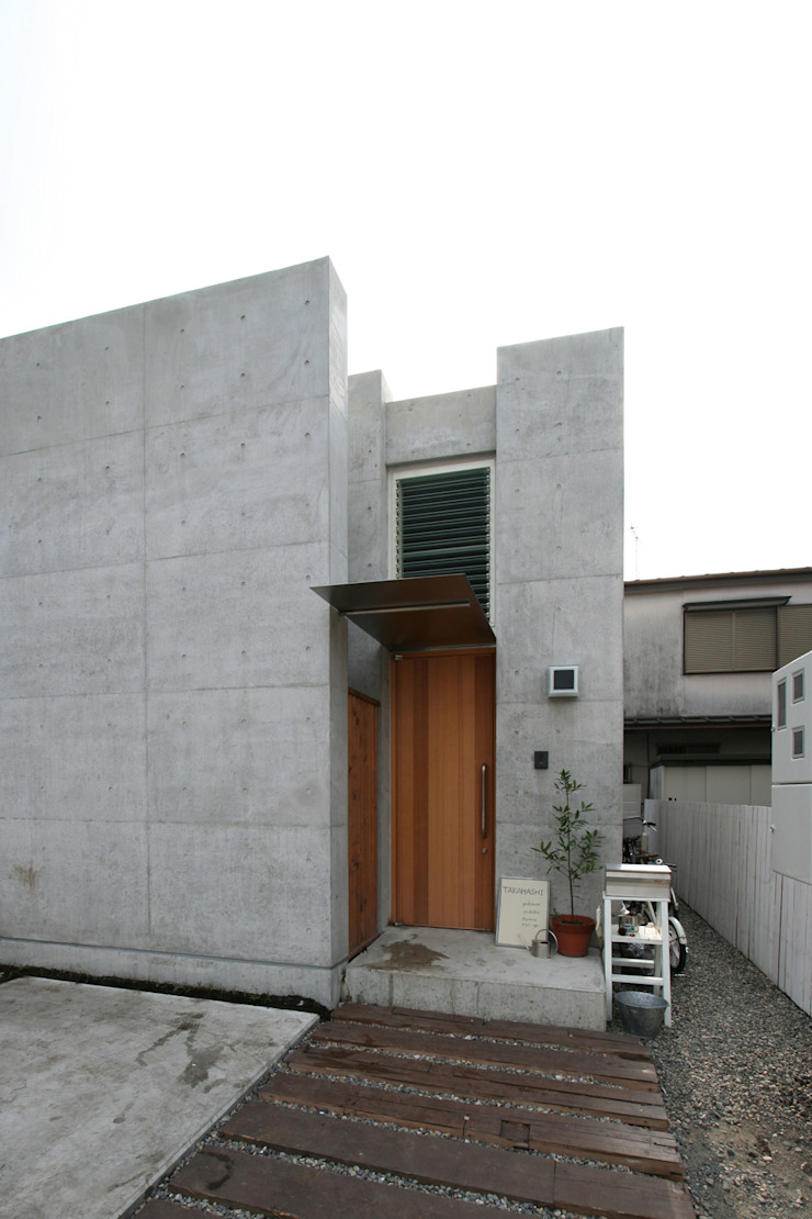 立体一室住居 モダンな 家 の STUDIO POH モダン