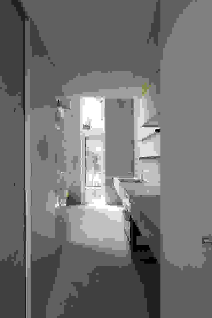 Modern Kitchen by STUDIO POH Modern