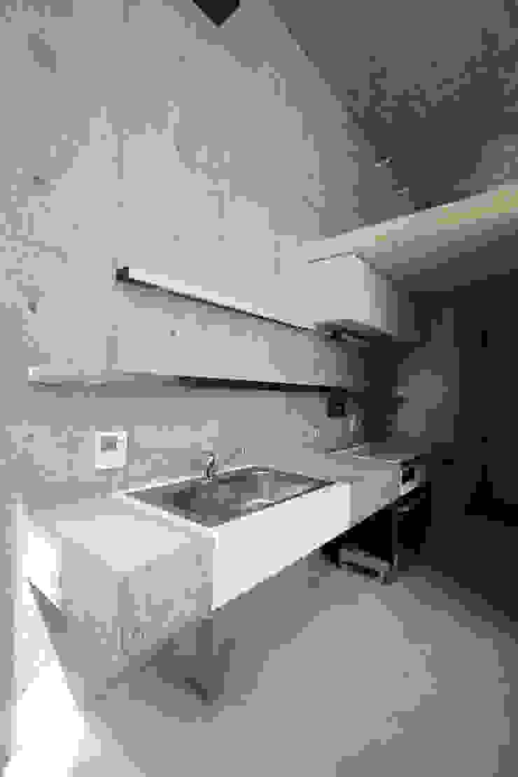 立体一室住居 モダンな キッチン の STUDIO POH モダン