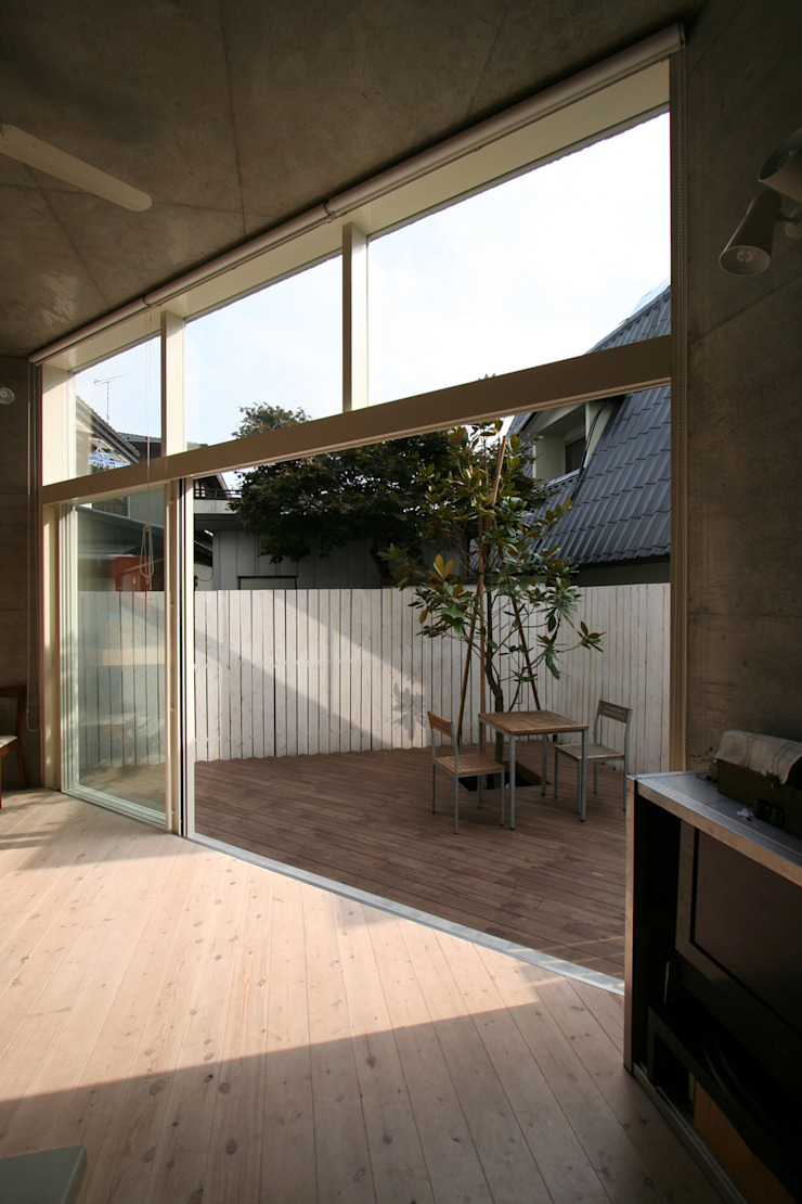 Modern Garden by STUDIO POH Modern
