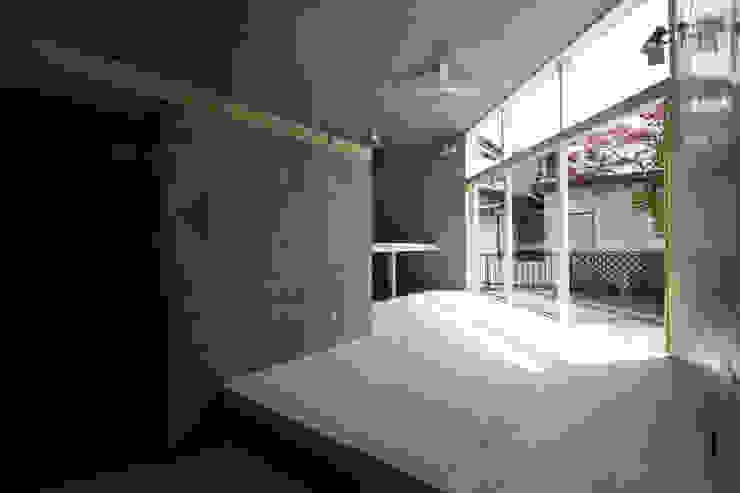 立体一室住居 モダンデザインの リビング の STUDIO POH モダン
