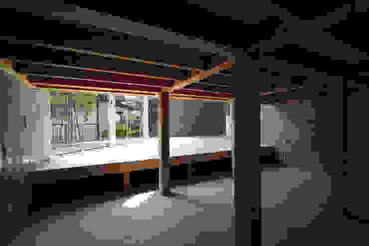 Modern media room by STUDIO POH Modern