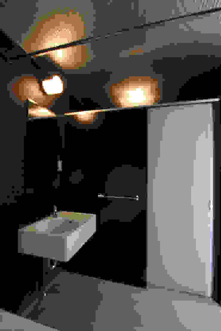 立体一室住居 モダンスタイルの お風呂 の STUDIO POH モダン