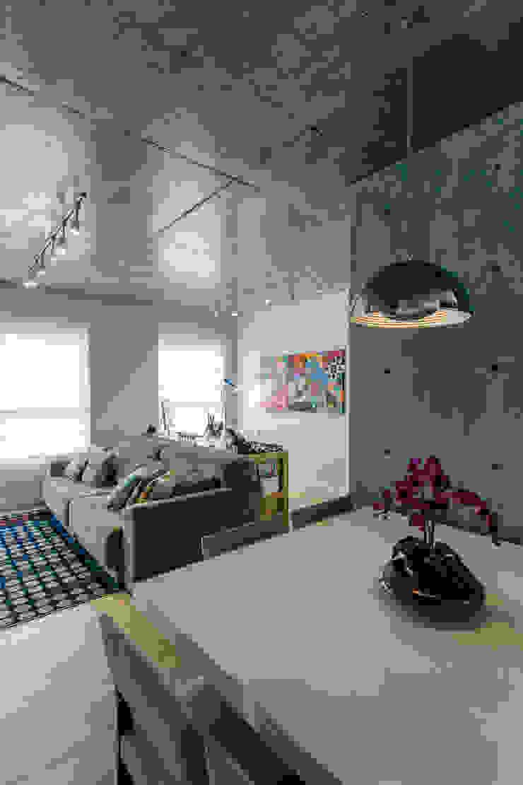 Adriana Pierantoni Arquitetura & Design Modern dining room