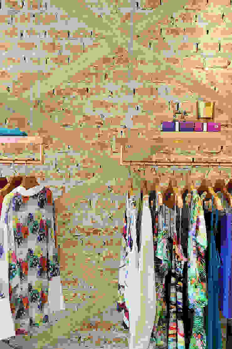 Loja Carina Farfalla Lojas & Imóveis comerciais ecléticos por Thaisa Camargo Arquitetura e Interiores Eclético