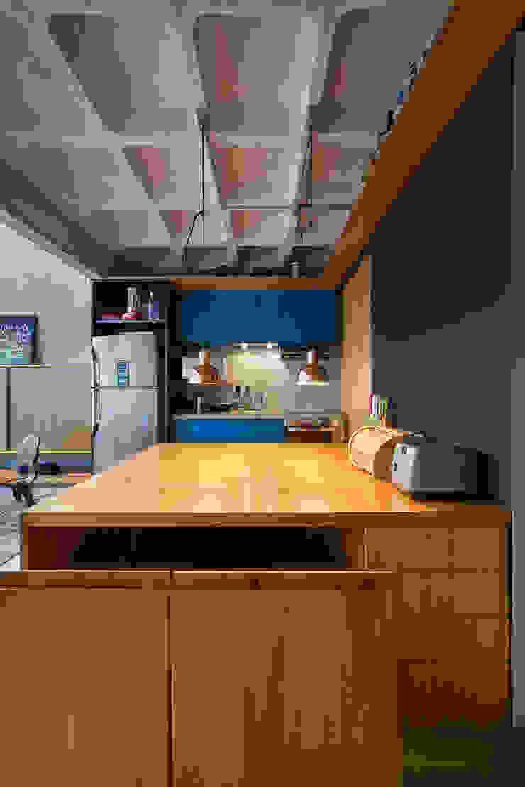 apto cobre/blue Casa100 Arquitetura Cozinhas modernas