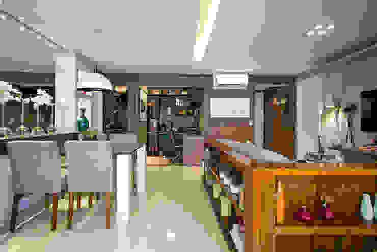 Ruang Keluarga Gaya Eklektik Oleh Adriana Pierantoni Arquitetura & Design Eklektik