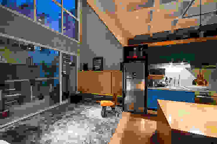 apto cobre/blue Casa100 Arquitetura Salas de estar modernas