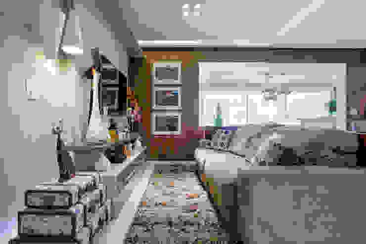 Home Salas multimídia ecléticas por Adriana Pierantoni Arquitetura & Design Eclético