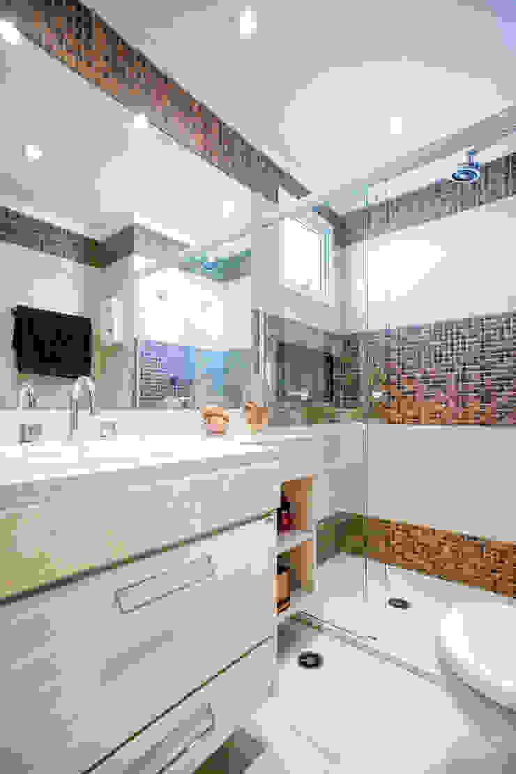 Banho Principal Banheiros ecléticos por Adriana Pierantoni Arquitetura & Design Eclético