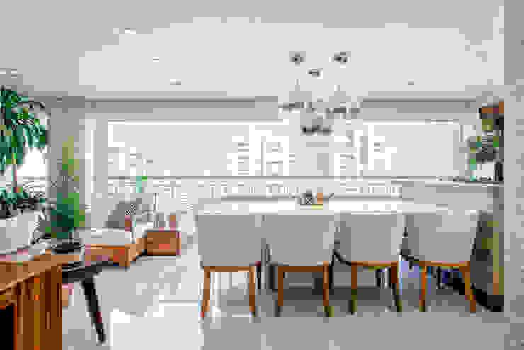 Jantar no Terraço Varandas, alpendres e terraços ecléticos por Adriana Pierantoni Arquitetura & Design Eclético