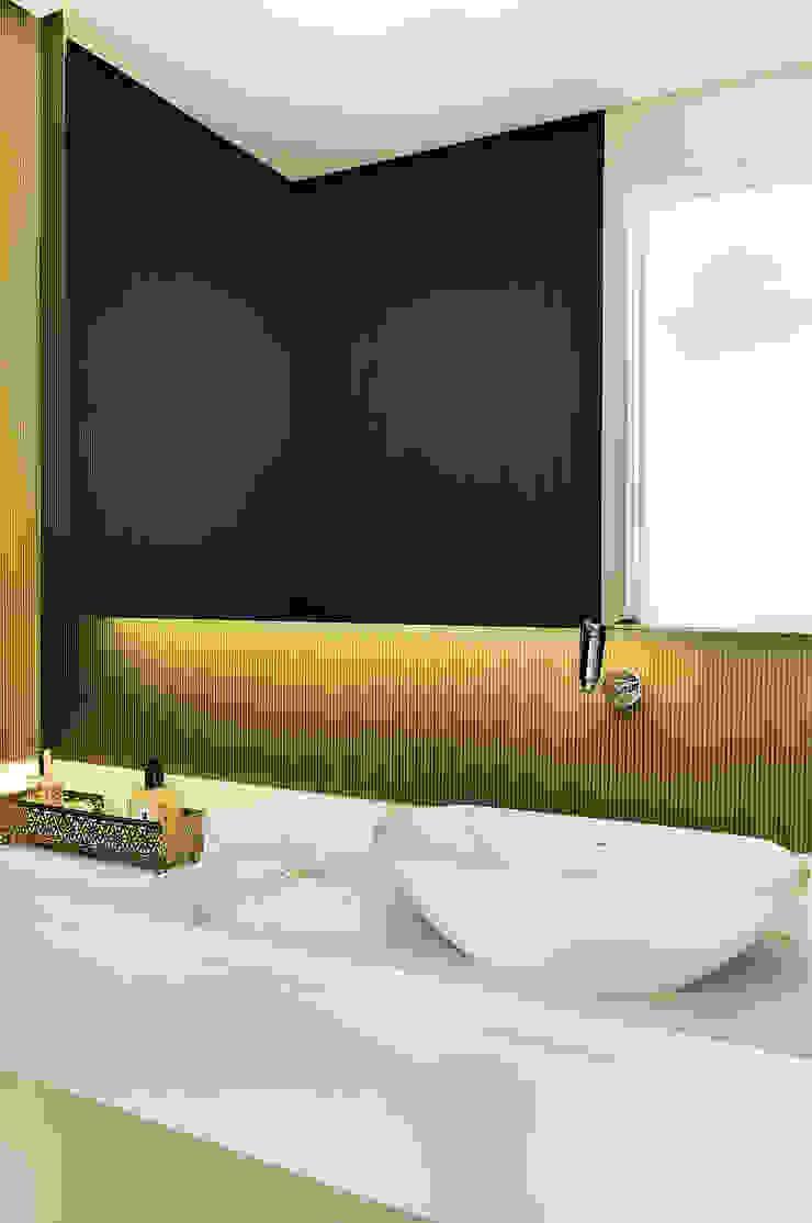Thaisa Camargo Arquitetura e Interiores Eclectic style bathroom Multicolored