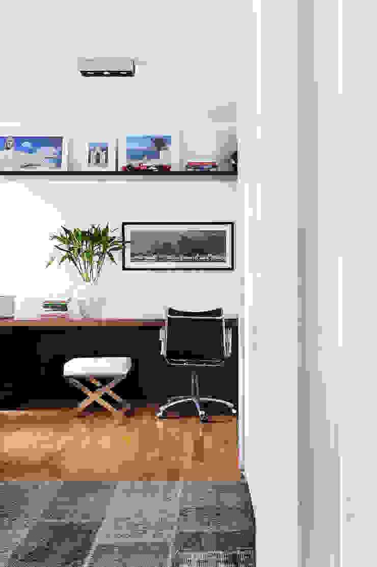 Thaisa Camargo Arquitetura e Interiores Modern study/office Multicolored