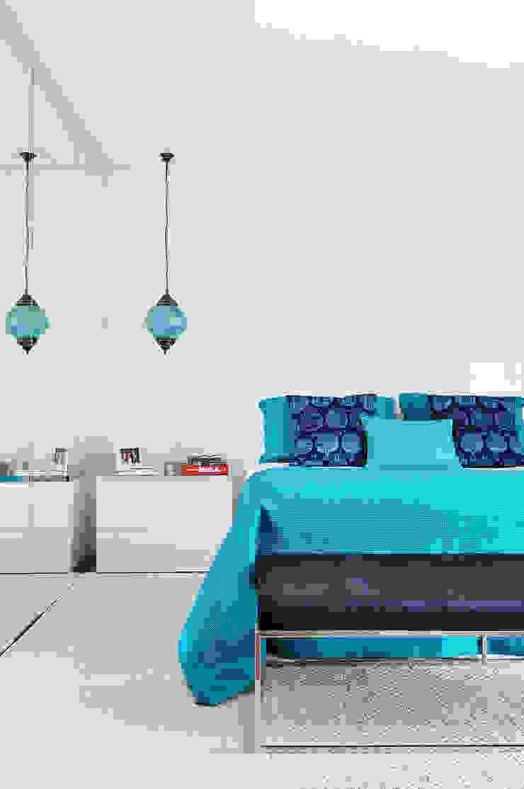 Thaisa Camargo Arquitetura e Interiores Eclectic style bedroom Blue