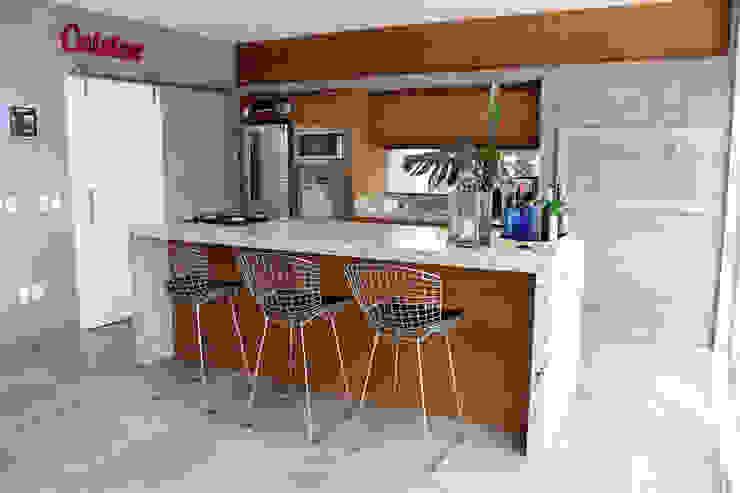 Modern kitchen by MARTIN arquitetura + engenharia Modern