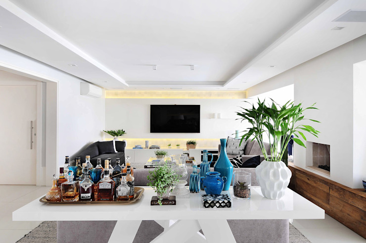 Thaisa Camargo Arquitetura e Interiores Modern living room Multicolored
