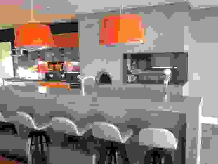 CASA KICHLER Cozinhas modernas por MARTIN arquitetura + engenharia Moderno