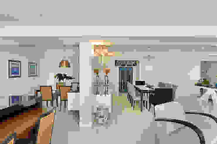 Thaisa Camargo Arquitetura e Interiores Modern dining room Multicolored