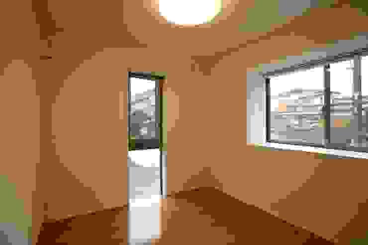 洋室 寝室 モダンスタイルの寝室 の 吉田設計+アトリエアジュール モダン
