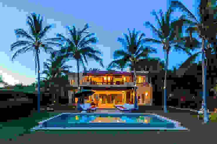Casa Tortugas Piscinas de estilo tropical de BR ARQUITECTOS Tropical