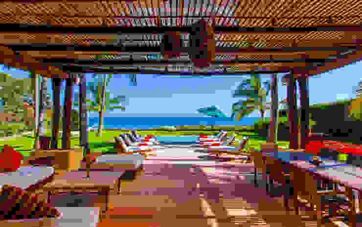 Varandas, alpendres e terraços tropicais por BR ARQUITECTOS Tropical Derivados de madeira Transparente