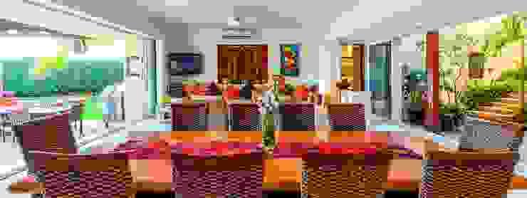 Salle à manger tropicale par BR ARQUITECTOS Tropical
