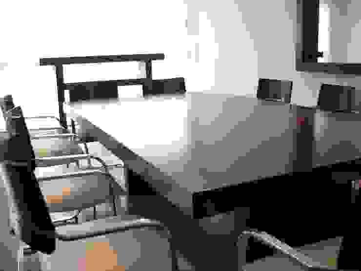Minimalist dining room by MOBILFE Minimalist Wood Wood effect