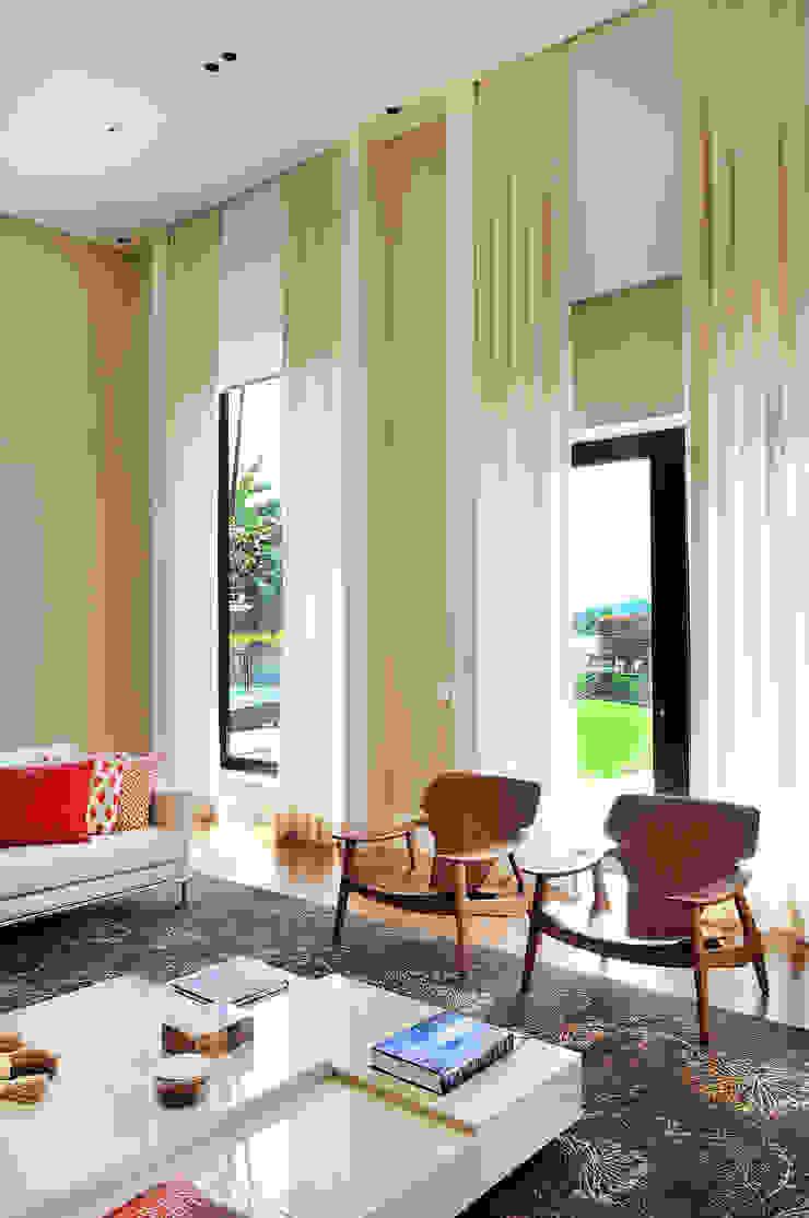 Arquitetura e Interiores Salas de estar modernas por BRENO SANTIAGO ARQUITETURA E INTERIORES Moderno